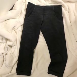 Lululemon crop tights with side panels